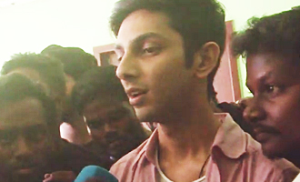 I'm watching Vivegam as a Thala Fan : Anirudh at FDFS Theatre Celebration
