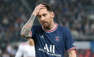 lionel messi ruled out of psg match against montpellier knee injury saturday hopeful return game manchester city tuesday