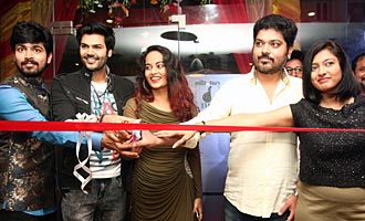 Bigg Boss Contestants Launch Naturals' B Cafe