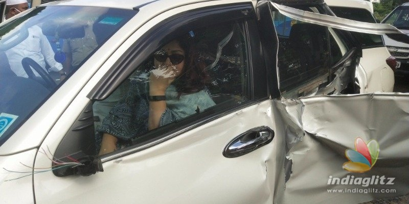 Actress Kushbhu gets injured in road accident!