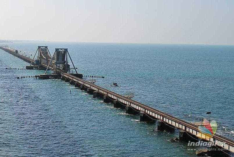 Cyclone warning: Cage 3 hoisted at Pamban Port