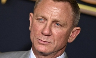 Daniel Craig's emotional goodbye to James Bond 007 - Video