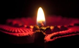 எல்லோரும் 9 மணிக்கு விளக்கேற்றுங்கள்: பிரபல தமிழ் நடிகர்