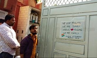 """""""We Love Muslims"""" என டெல்லி மசூதியில் எழுதிவைத்த இந்துக்கள்..!"""
