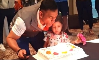 Dhoni Celebrates Birthday with Team, Video Inside