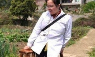 Losing two legs female doctor give free treatment  for 17 years