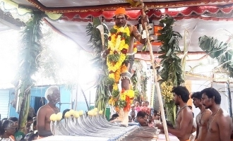21 அரிவாள் மீது நடந்தவாறே சாமியார் கொடுத்த அருள்வாக்கு!!!