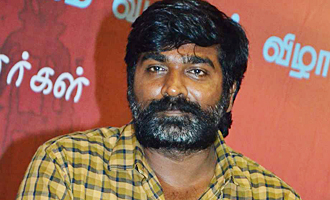 Vijay Sethupathi Gifts Gold Coins For Senior Member In Film Industries