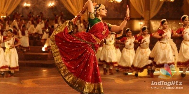 Thalaivi new still - Kangana Ranaut recreates classic Jayalalitha