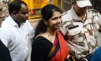 Case filed against Kanimozhi for distributing cash for votes!