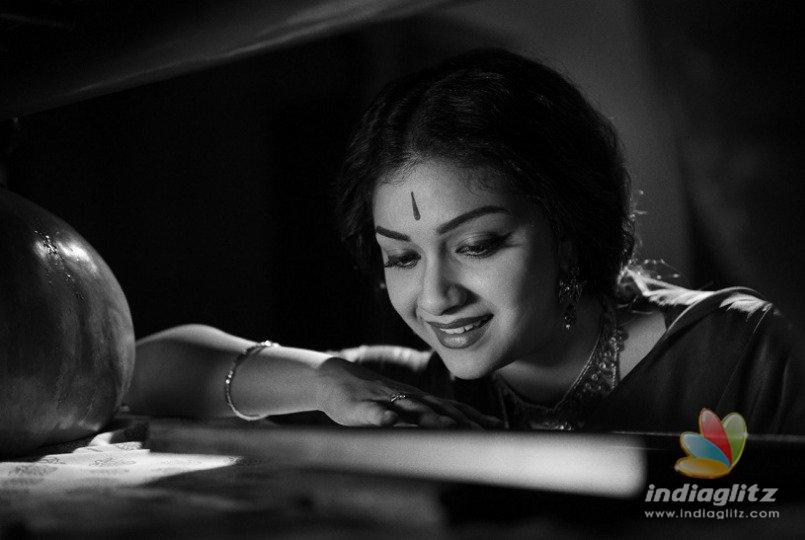 Keerthy Suresh brings back Savitri to life in Nadigaiyar Thilagam teaser