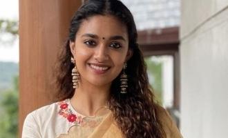 கீர்த்தி சுரேஷ் வெளியிட்ட பர்ஸ்ட்லுக் போஸ்டர்: இணையத்தில் வைரல்