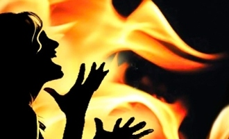 tn nagapattinam woman sets daughter ablaze kerosene stop from marrying dalit youth