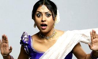 'Naanum Rowdy Dhaan' actress slaps an Assistant director