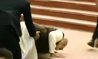 [VIDEO] PM Modi slips and falls down while climbing steps