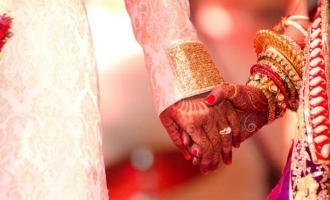 [PICTURES] Mother and daughter get married on the same day