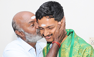 MS Bhaskar Felicitates 8 Thottakkal Director Sri Ganesh with Gold Chains
