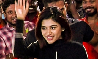 Oviya Mass Entry at 90ML FDFS