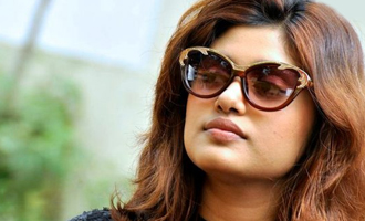 Oviya announces her relationship status to the world