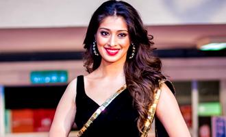 Raai Lakshmi's injury brings hot 'Calendar Girls' actress to Kollywood