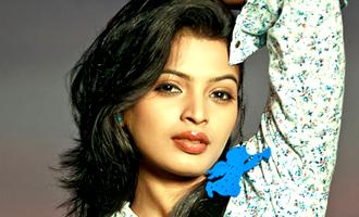 Vada Chennai public rescue Sanchitha Shetty from rowdies