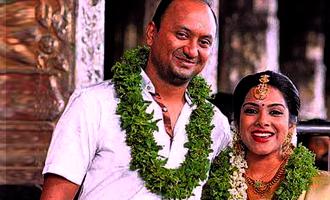 Wedding bells for Kadhal Sandhya amid severe rains