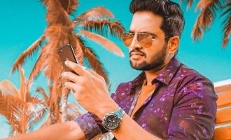 Santhanam's Bollywood debut mimicking Kamal - surprising photo goes viral