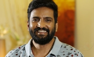 Producer makes an emotional request to Santhanam!