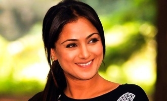 Simran to play key role in this interesting superhit remake?
