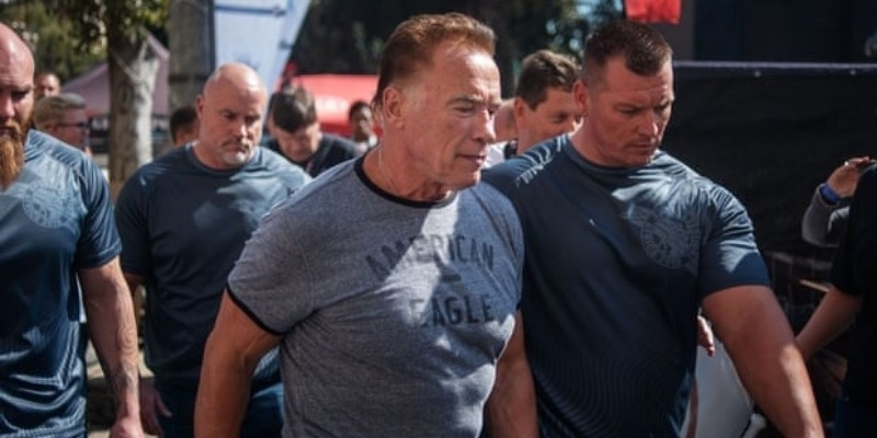 Arnold Schwarzenegger attacked from behind - Video - Tamil News - IndiaGlitz.com