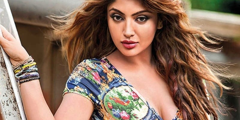 Tamil actress and 'Bigg Boss' actor relationship in trouble after he insults her - Tamil News - IndiaGlitz.com