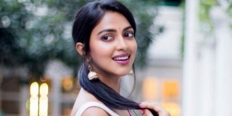 Amala Paul's Valentine's Day treat for fans - Tamil News - IndiaGlitz.com