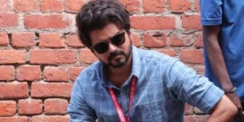 Thalapathy Vijay back as student picture goes viral - Tamil News - IndiaGlitz.com