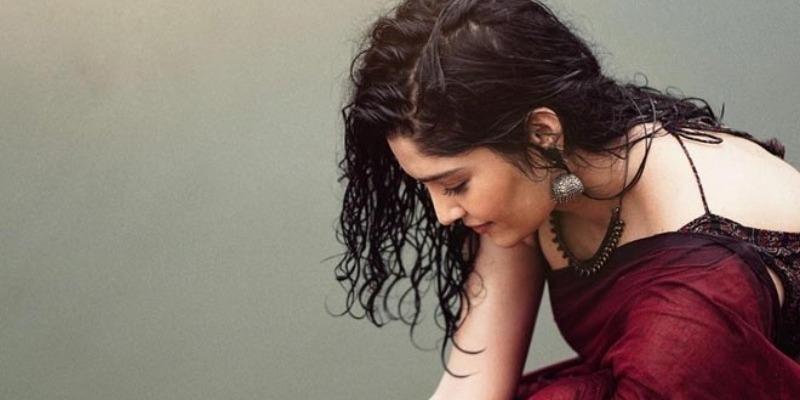 Actress Rithka Singh fell down in pool while photoshoot – தமிழ் News