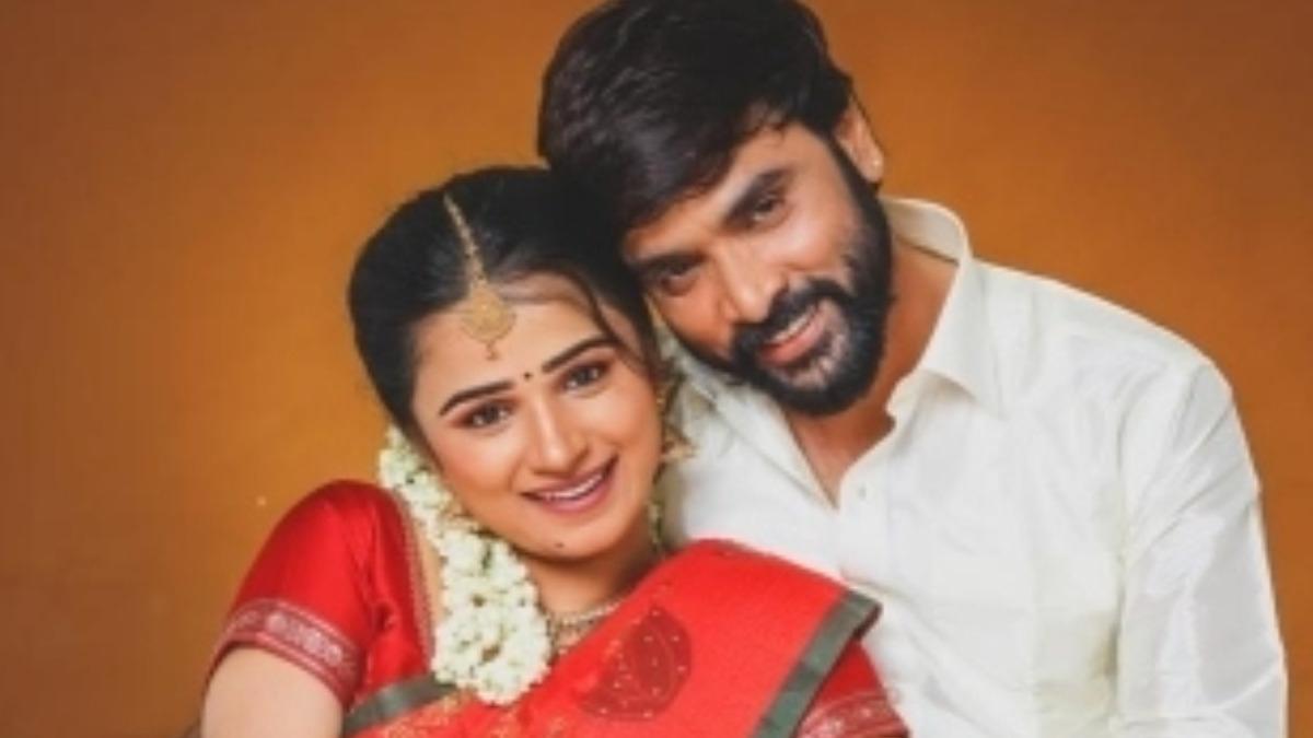 Snehan-actress Kannika Ravi pre-wedding photoshoot pics go viral – Tamil News
