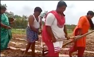 மகள்களின் உதவியால் வயலை உழுத தந்தை: வழக்கம்போல் உதவிய நடிகர் சோனுசூட்