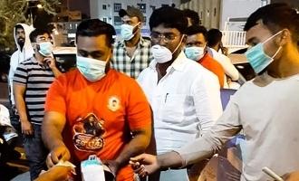 கொரோனாவில் பாதிக்கப்பட்டவர்களுக்கு விஜய் ரசிகர்கள் செய்த உதவி: குவியும் பாராட்டு