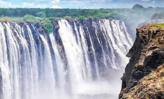 வற்றியது.. உலகப் புகழ் பெற்ற விக்ட்டோரியா நீர் வீழ்ச்சி. ஆப்ரிக்காவில் வரலாறு காணாத வறட்சி.