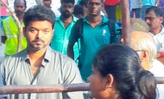 Thalapathy Vijay stands in long que for Oru Viral Puratchi