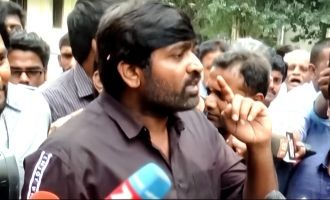 Vijay Sethupathi tackles probing questions of reporter