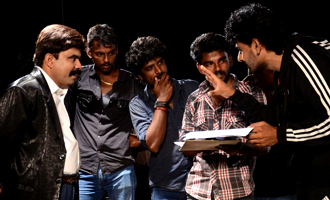 'Vizhi Moodi Yosithal' On Location