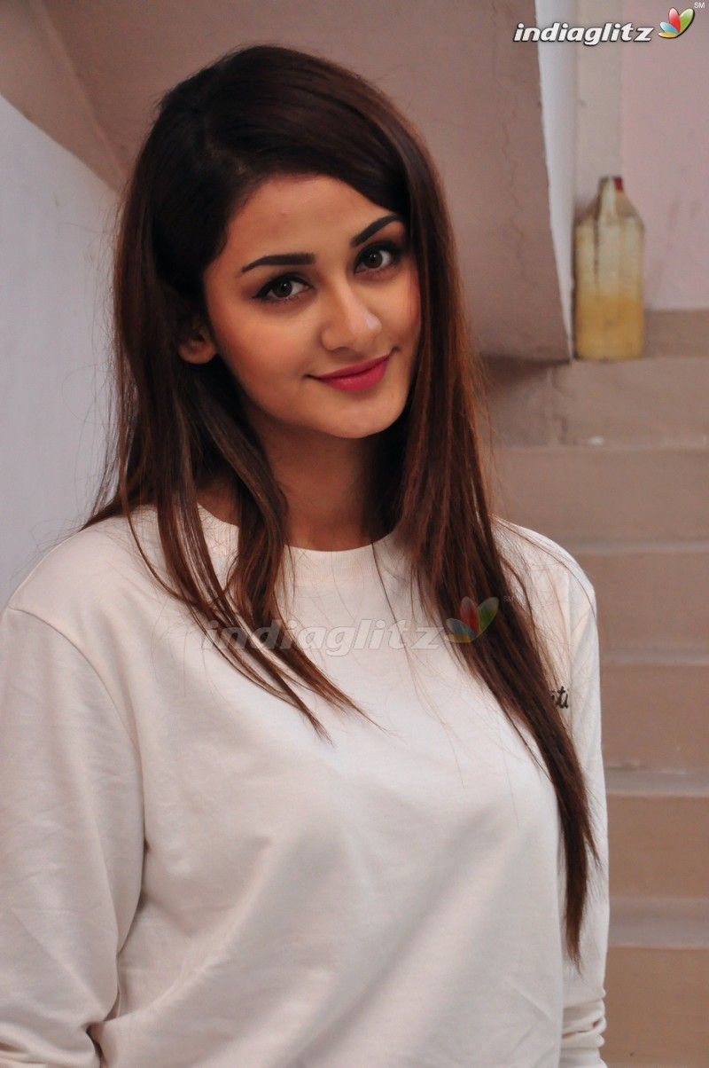 Aditi Arya Photos Telugu Actress Photos Images Gallery Stills