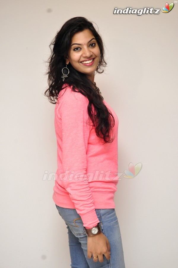 Geetha Madhuri - Pakka Local Lyrics