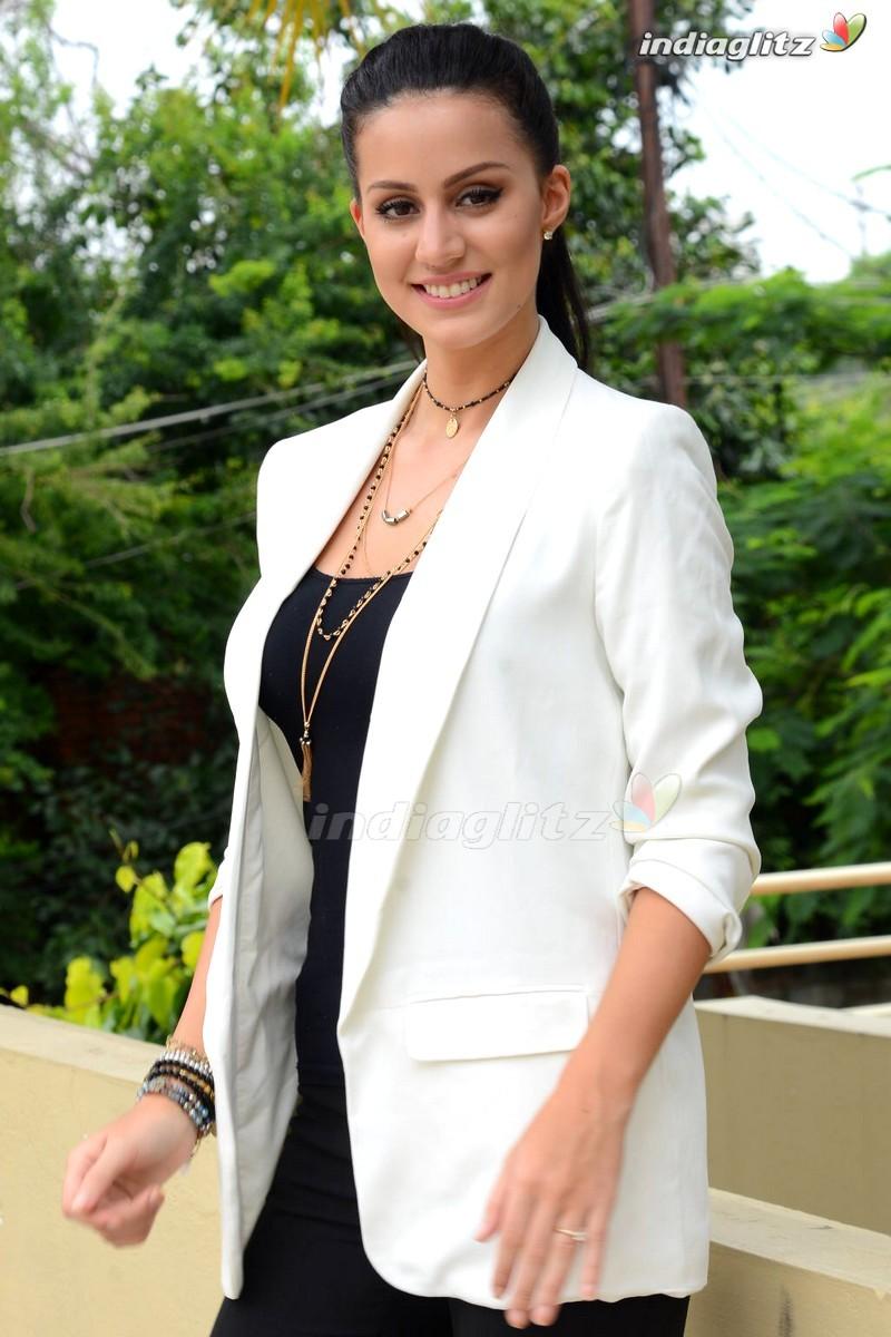 Larissa Bonesi