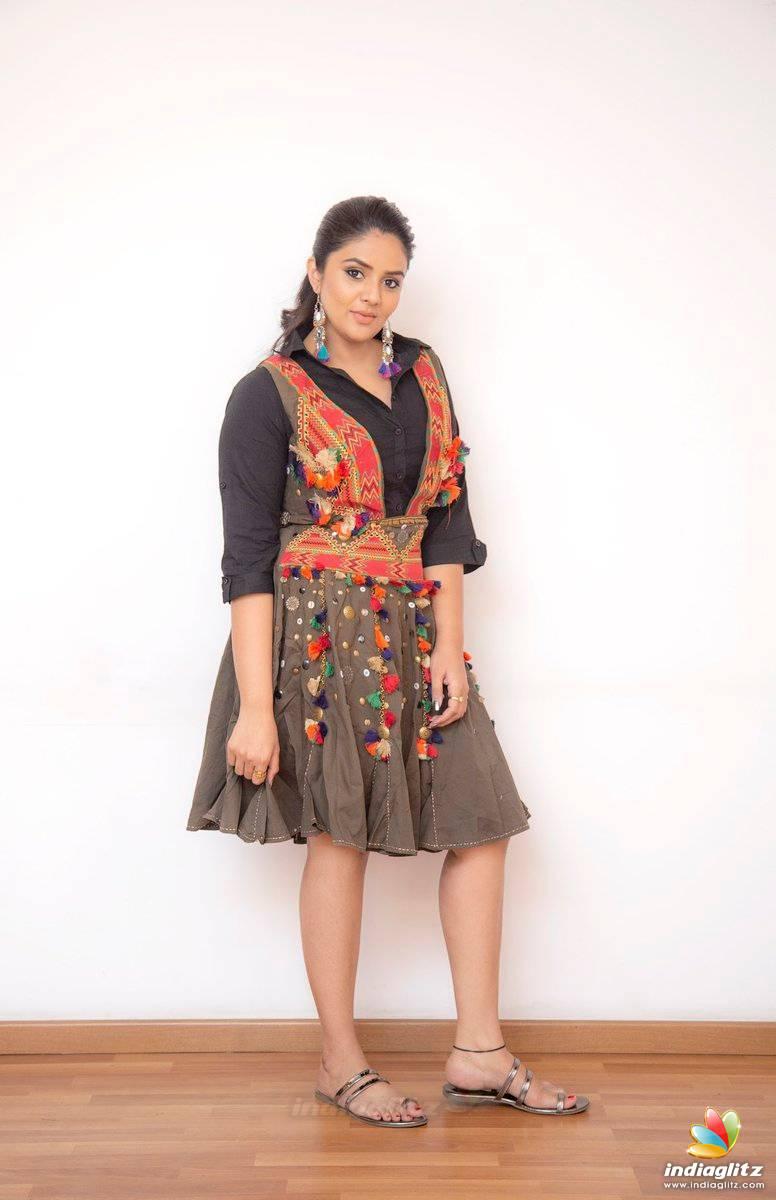 Sreemukhi Photos - Bollywood Actress photos, images, gallery