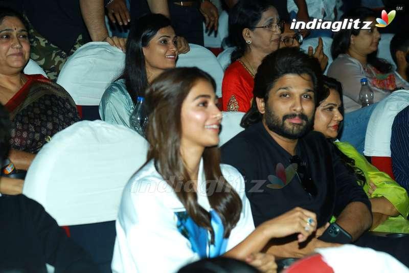 Allu Arjun & Pooja Hegde @ Sandhya Theater