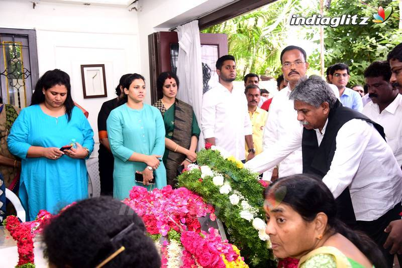 Celebs Pay Last Respects To Nandamuri Harikrishna (set 2)