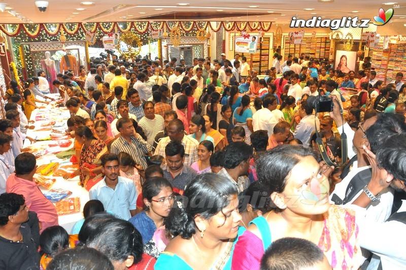 Naga Chaitanya & Kajal Inaugurate Chennai Shopping Mall
