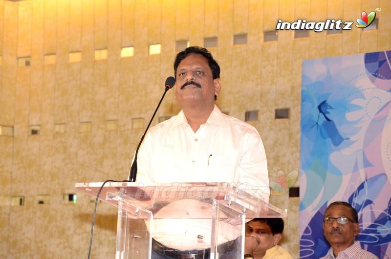 Chiranjeevi Launches S. V. Ranga Rao 'Mahanatudu' Book