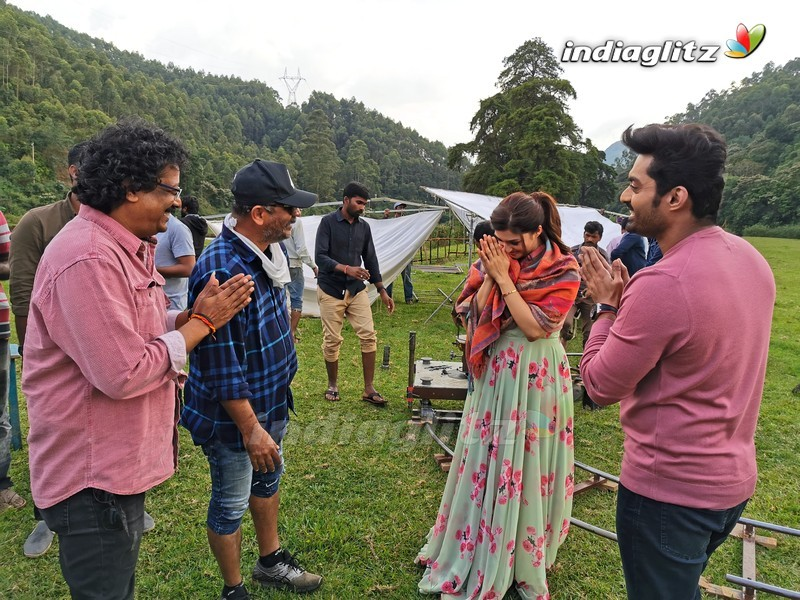 'Entha Manchivaadavuraa' On Location